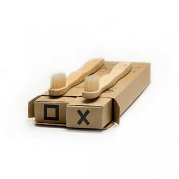 BeeClean Bamboobrush Set aus 2 Ökologischen Hand-Zahnbürsten für Kinder aus nachhaltigem Bambus-Holz mit mittel-weichen natur-Borsten in der biologisch abbaubaren Verpackung. Vegan und 100% ohne Plastik und PBA frei. 100% Bambus vom Schaft bis zur Borste -